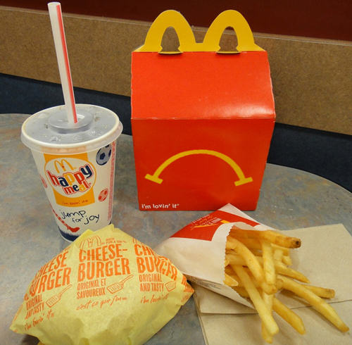 Woman Found Maggot In Her McDonalds Happy Meal, She Wasnt Very Happy UNILAD maggot mcdonalds 212