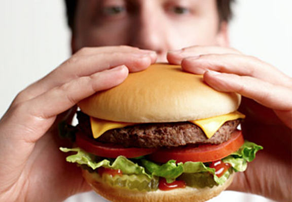 A Third Of Vegetarians Admit They Eat Meat When Theyre Drunk UNILAD man burger WEB10