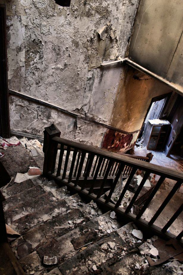 House Frozen In Time For 450 Years Displayed In Stunning Photos UNILAD mansion23699
