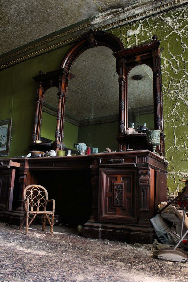 House Frozen In Time For 450 Years Displayed In Stunning Photos UNILAD mansion53026