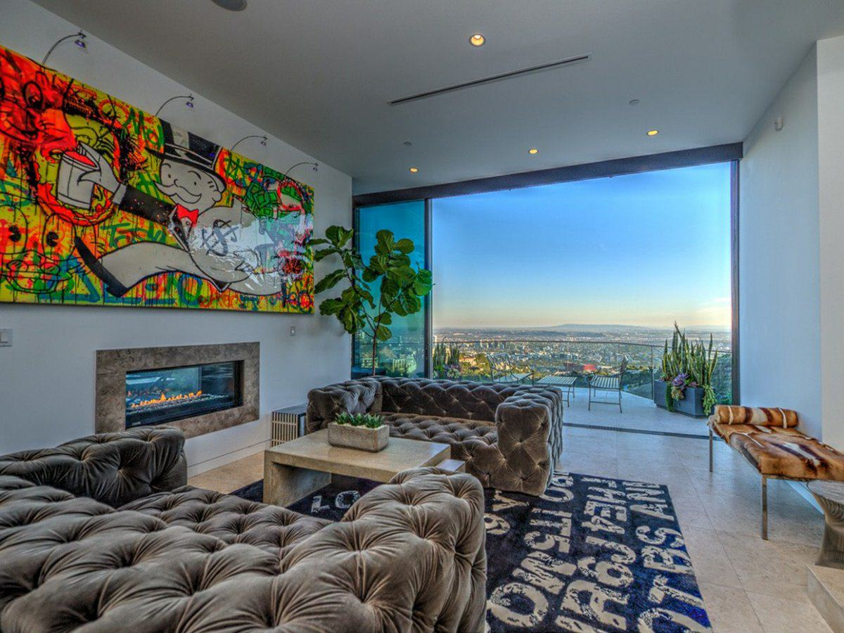 Minecraft YouTuber CaptainSparklez Buys Multi Million Pound Mansion In Hollywood UNILAD marons house is set on a lot overlooking los angeles in the hollywood hills16