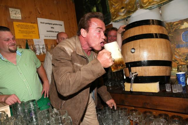 The Classic And Messy Moments Of Oktoberfest 2015 (NSFW) UNILAD okt Arnie60890 640x426