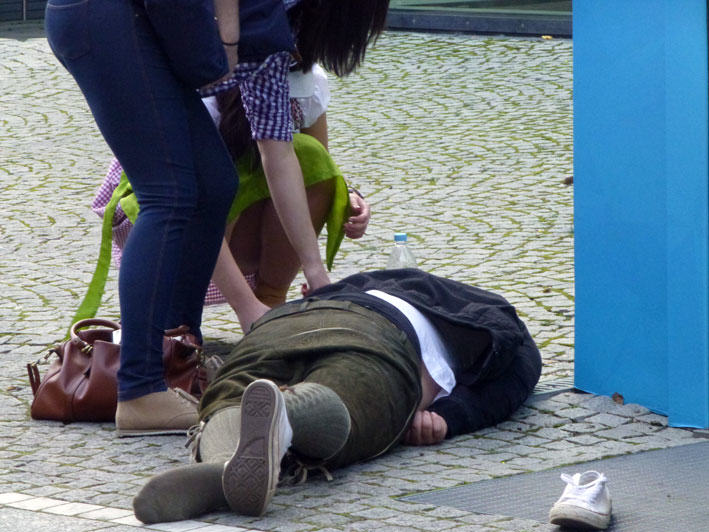 The Classic And Messy Moments Of Oktoberfest 2015 (NSFW) UNILAD okt343723