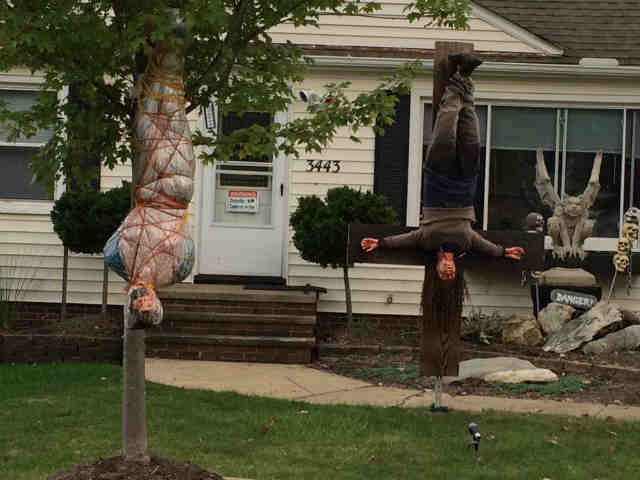 Halloween Display Slammed For Being Too Realistic And Scaring Kids Shitless UNILAD parma halloween10