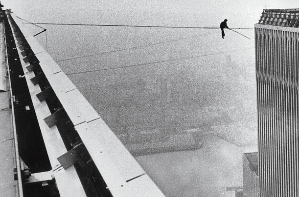 Incredible Photos Show The Original Death Defying World Trade Center Walk UNILAD philippe petit 014