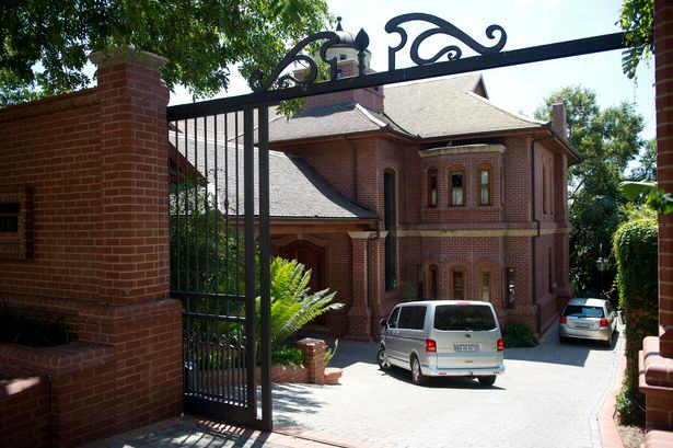 This Is The Plush Mansion Where Oscar Pistorius Will Spend His Sentence UNILAD pistorius mansion 358585