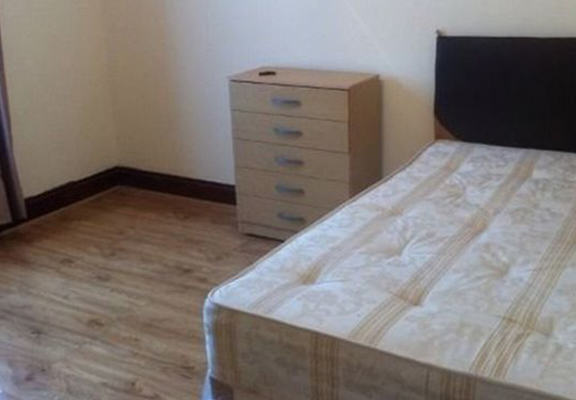 London Room Is Available For £1 Per Month, Obviously Theres A Catch UNILAD renter web12140
