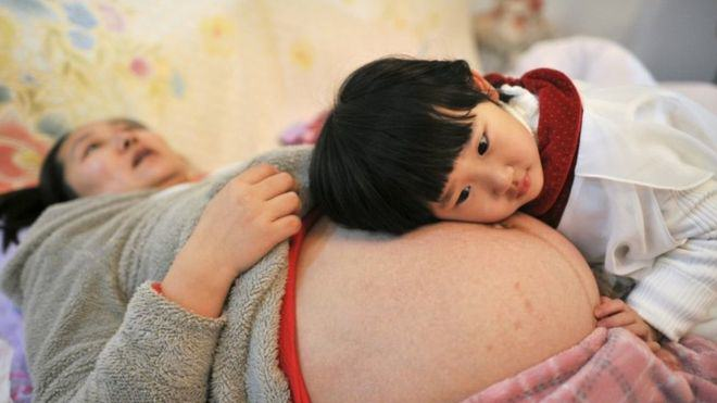 China Announces An End To Its Controversial One Child Policy UNILAD reuters12548