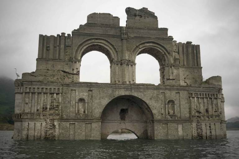 Colonial Church Emerges From Receding Waters In Mexico UNILAD santiago 267313