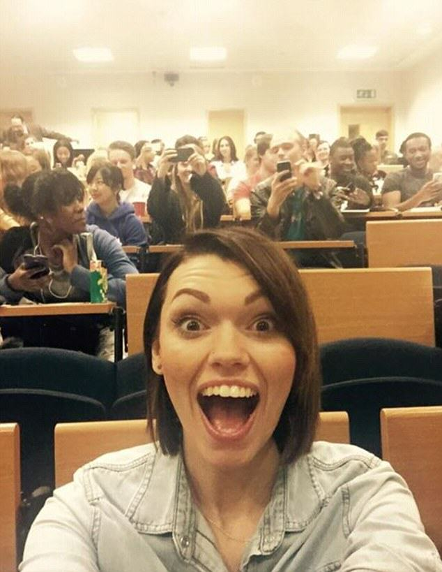 Meet The Selfie Addict Who Takes 200 Of Them A Day UNILAD selfiewoman111