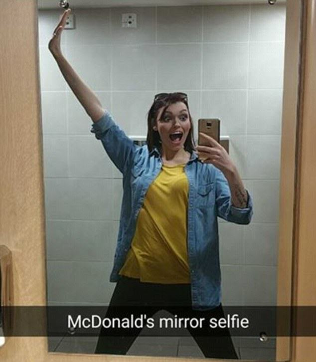 Meet The Selfie Addict Who Takes 200 Of Them A Day UNILAD selfiewoman7