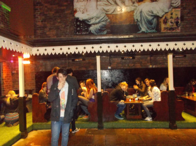 Ever Wondered Why You Smoke After Drinking? Heres The Answer UNILAD smoking area65685