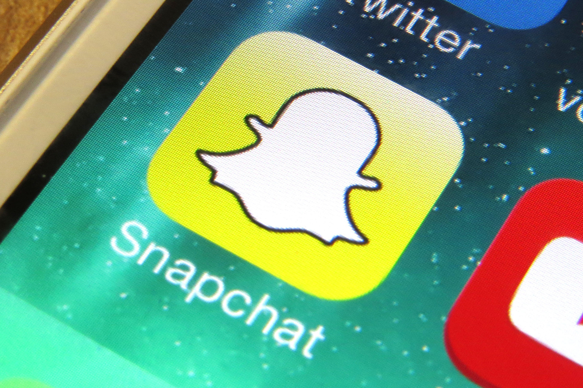 Snapchat Are Going To Let Brands Advertise On Your Selfies UNILAD snapchat brand 17