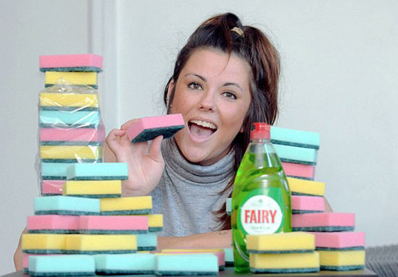 This Woman Eats Up To 20 Sponges A Day Because Why Not UNILAD sponge eat WEB81879