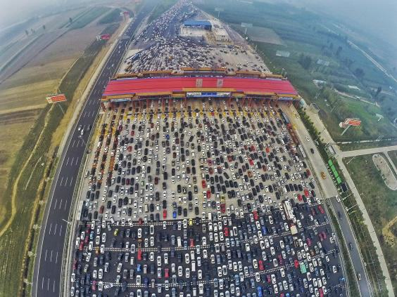 This Traffic Jam Footage From A 50 Lane Chinese Motorway Is Ridiculous UNILAD traffic china11