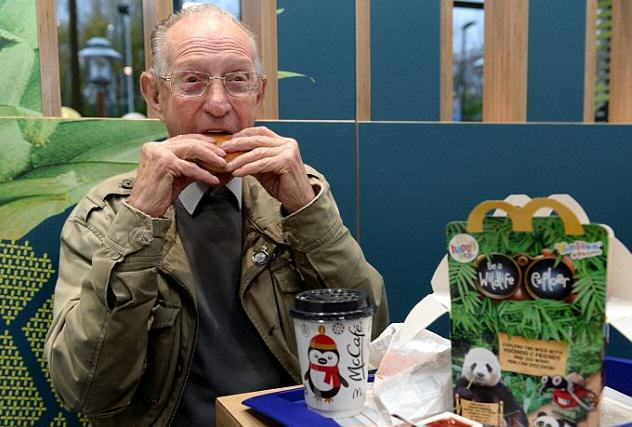 Man, 93, Goes To McDonalds Every Day Because Hes Lonely, Gets Thrown Surprise Party 2EA25C6400000578 3327184 image a 24 1448034180643 1