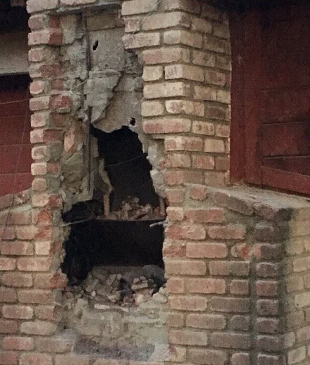 Suspected Burglar Dies After Getting Stuck In Chimney 2EE4C15B00000578 3338055 The suspected burglar who was not immediately identified had die a 114 1448779885353