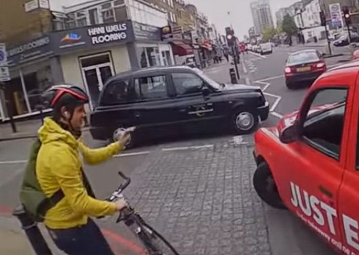 Video Shows Why Cyclists Should Never Undertake Taxi Drivers B084FX 1947399c