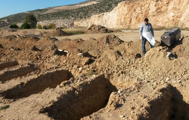 Greek Cemeteries Are So Overcrowded Bodies Are Dug Up After Three Years Screen Shot 2015 11 26 at 23.06.26