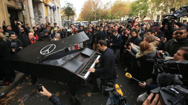 Man Brought Piano To The Bataclan And Played Moving Tribute To Paris Attack Victims UNILAD 1364016613345 155914