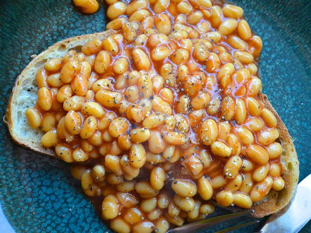 Our Generation Is Spending A Stupid Amount Of Money On Takeaways UNILAD 227311 20121107 british bites beans on toast11008