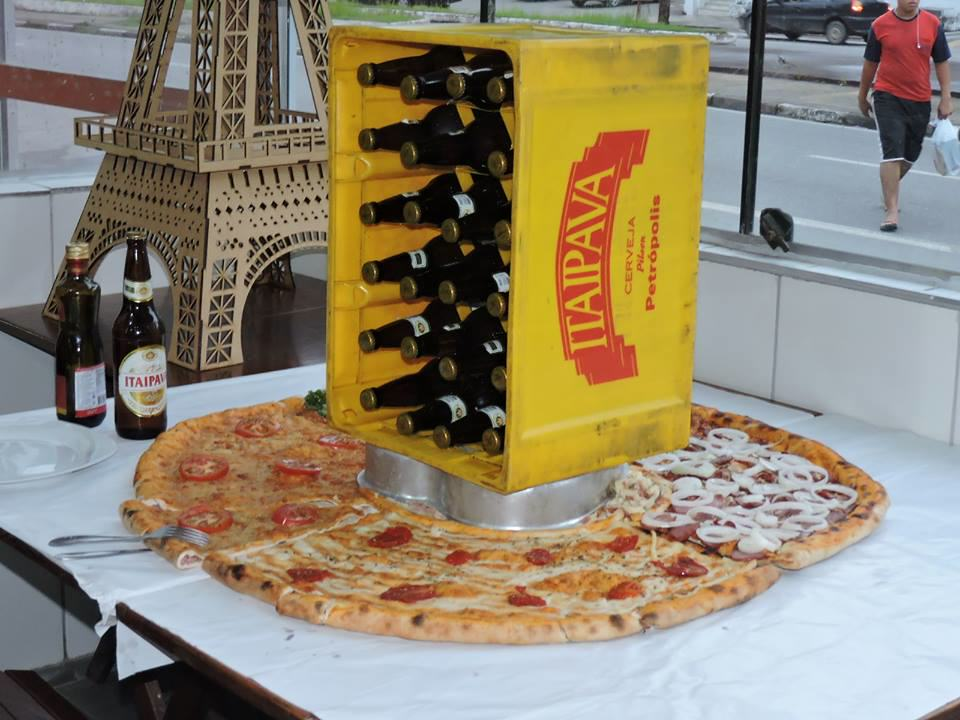 This Is Hands Down The Weirdest Pizza Joint In The World UNILAD 70FYfxf5539