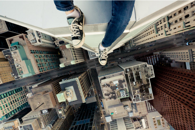 Advice Every Guy In His Twenties Would Give Their Younger Self UNILAD Acrophobia13842 640x426
