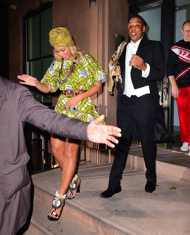 Beyonce-and-Jay-Z-dressed-up-as-Prince-Akeem-of-Zamunda-and-his-Queen-Lisa-Mcdowell