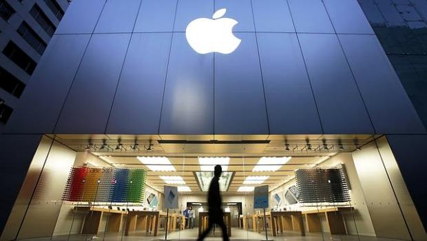 Apple Store Kicks Black Students Out Because They Might Steal Something UNILAD Bloomberg26703
