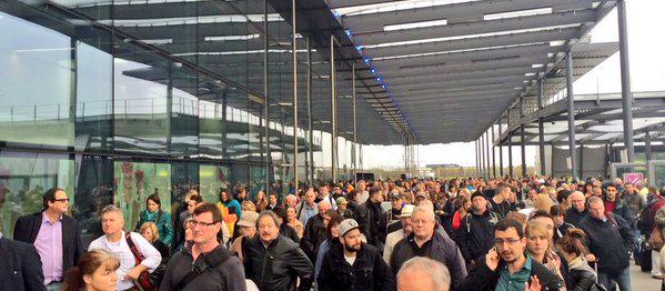Gatwick Airports North Terminal Evacuated After Suspicious Item Was Found UNILAD CTw9mtDXAAAwR3D24461