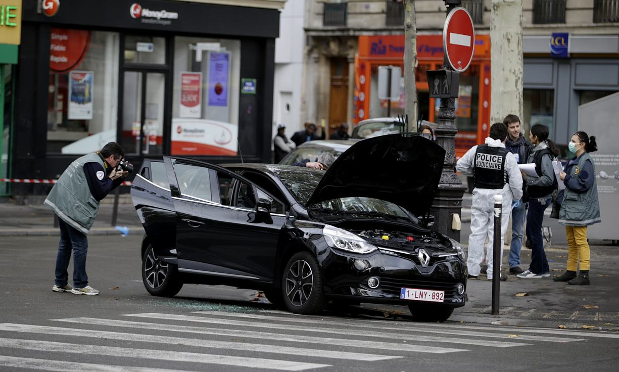 French Police Now Hunting A Ninth Suspect From The Paris Attacks UNILAD Kenzo TribouillardAFPGetty Images10637
