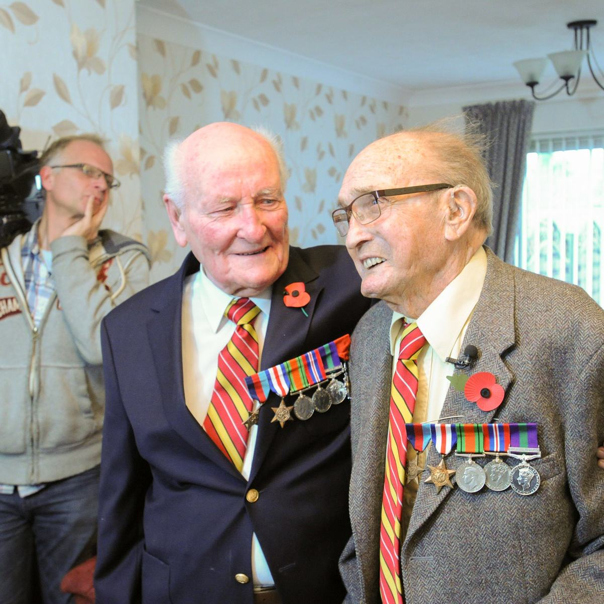 These Two War Heroes Were Reunited By Chance After 40 Years UNILAD MASONS WAR HEROES 0459838