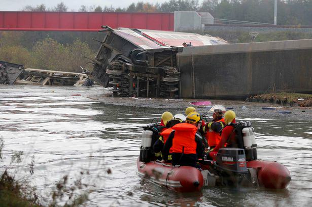 Five People Dead And Several Injured In French Train Crash Reports Say UNILAD Rescue workers search the wreckage of a test TGV train that derailed and crashed in a canal outside Eckwersheim near 181434