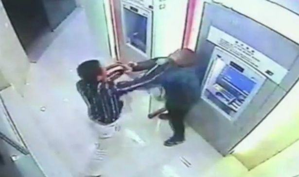 Robber Tries To Take Cash From Guy At ATM, Shit Gets Real UNILAD Robber gets a smackdown 192925