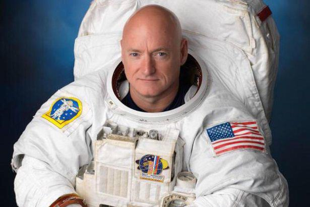 The Internet Is Going Crazy After Spotting UFO In NASA Tweet UNILAD Scott Kelly7979