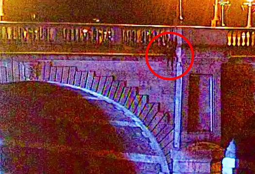 Hero Police Officer Risks His Life Saving Suicidal Woman Who Jumped Off Bridge UNILAD Screen Shot 2015 11 03 at 16.10.0446716