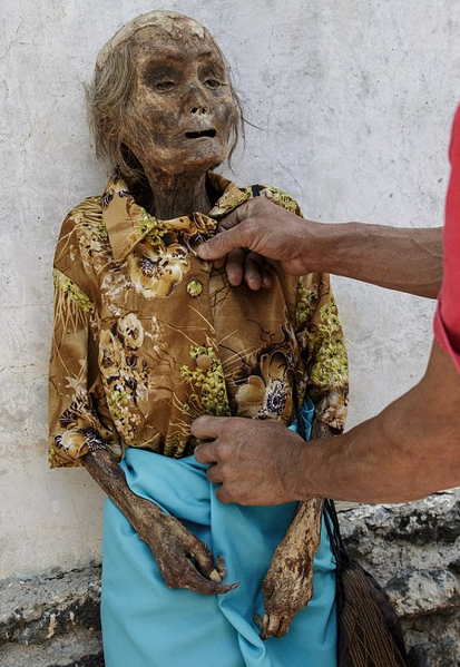 Creepy Indonesian Festival Sees The Dead Dug Up And Dressed In Favourite Clothes UNILAD Screen Shot 2015 11 12 at 16.38.5952693