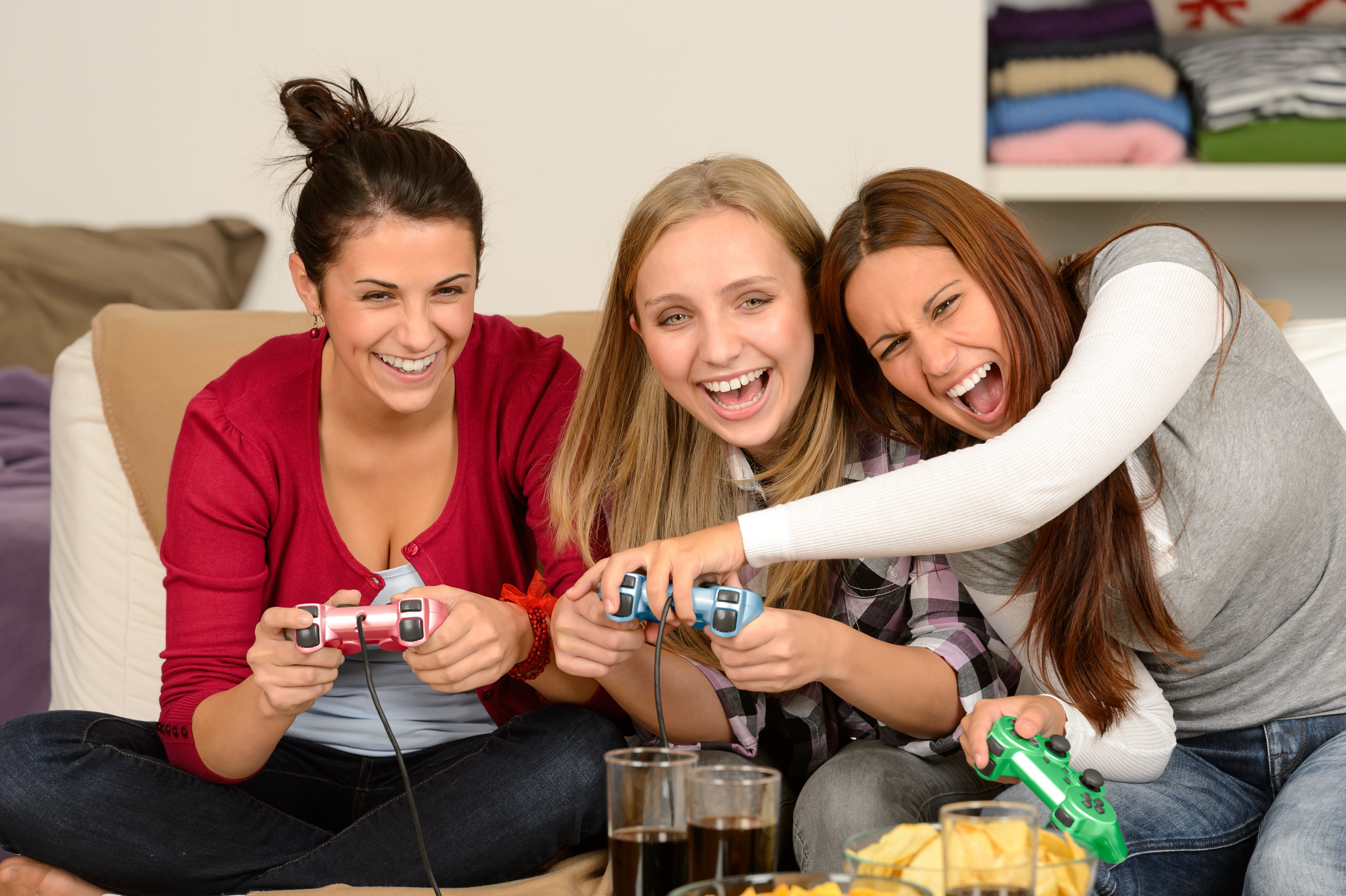 New Survey Suggests More Women Than Men Own Games Consoles UNILAD Women playing video games31861