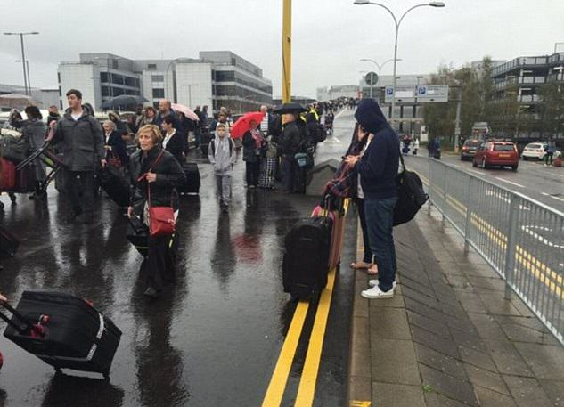 Gatwick Airports North Terminal Evacuated After Suspicious Item Was Found UNILAD airport 126093