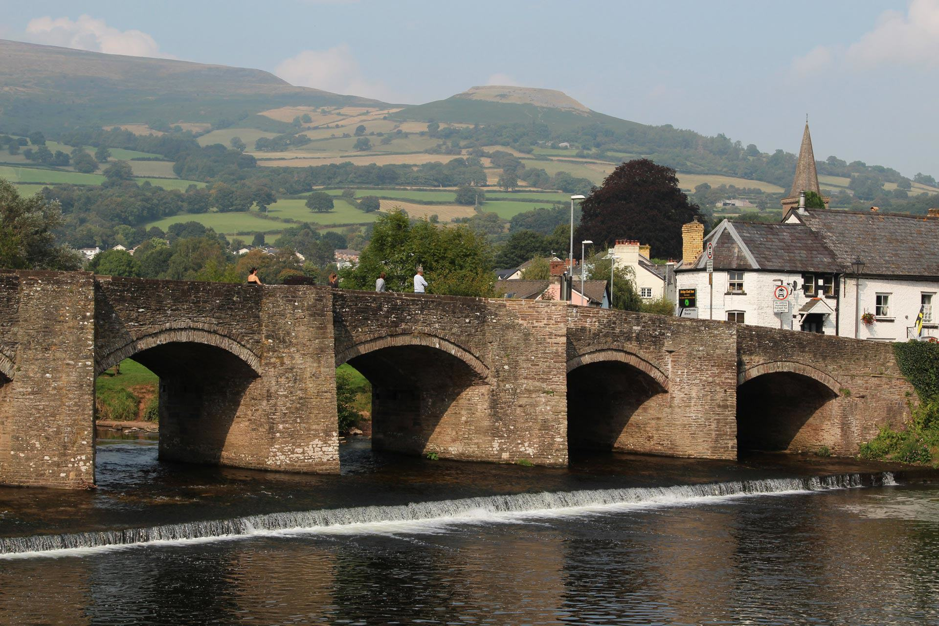 Welsh Town Moving Businesses Offshore To Avoid Paying Tax UNILAD background crickhowell bridge and table mountain crickhowell99381