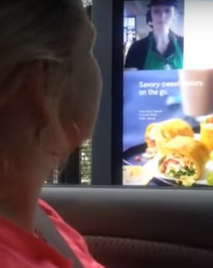 Brilliant Video Of Deaf Woman Ordering At Starbucks Goes Mega Viral UNILAD barista15185
