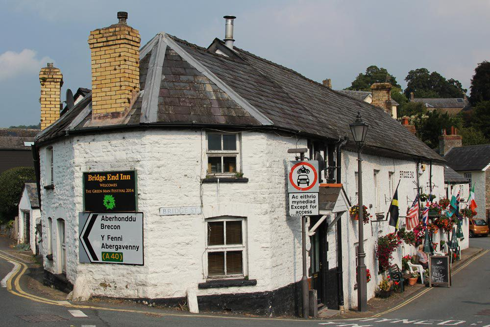 Welsh Town Moving Businesses Offshore To Avoid Paying Tax UNILAD bridge end inn crickhowell49970