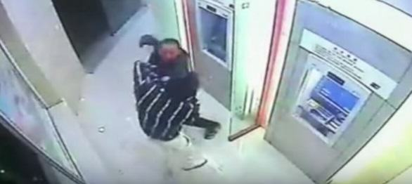 Robber Tries To Take Cash From Guy At ATM, Shit Gets Real UNILAD china 217260