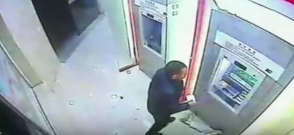 Robber Tries To Take Cash From Guy At ATM, Shit Gets Real UNILAD china 598209