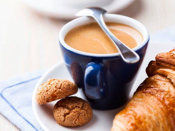 The Most Important Meal Of The Day? Around The World In 20 Breakfasts UNILAD croissant coffee16568