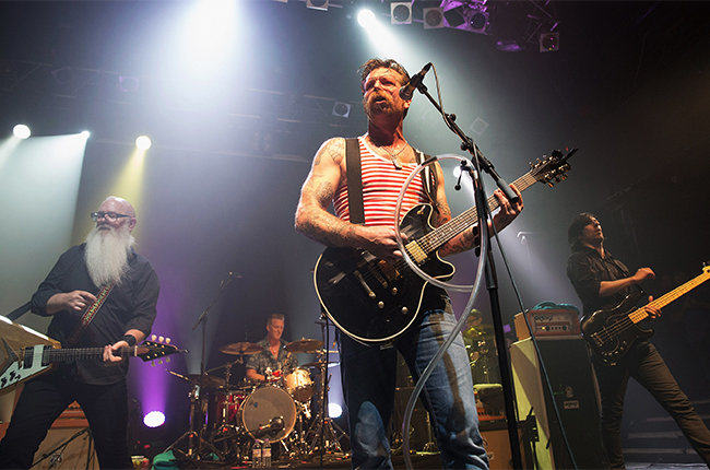 Theres A Campaign To Get Eagles Of Death Metal To No 1 After Paris Attacks UNILAD eodm 179367