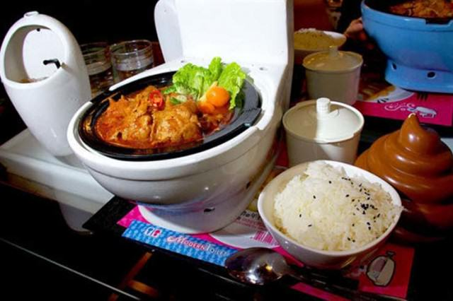People Are Eating In Toilet Themed Restaurants In Weird New Trend UNILAD gross87323 640x426