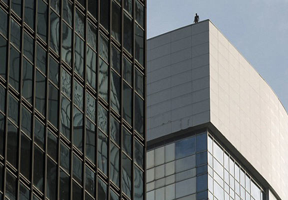 Life Sized Sculptures On Top Of High Rise Buildings Cause Panic UNILAD hong kong sculptures WEB 323079