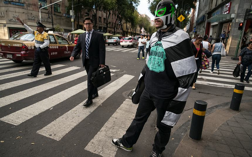 Masked Wrestler Grapples With Traffic To Protect Pedestrians In Mexico UNILAD masked man 119638