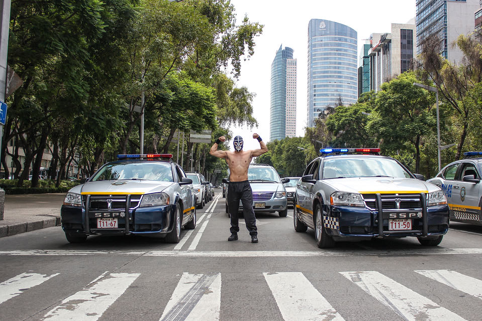Masked Wrestler Grapples With Traffic To Protect Pedestrians In Mexico UNILAD masked man 469572